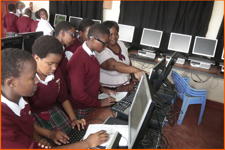 CHHS students in the computer lab